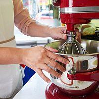 KitchenAid Artisan recenzia. Kuchynský robot má bohaté príslušenstvo