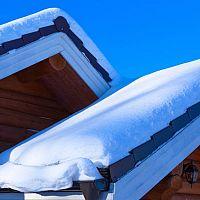 Čo robiť so snehom na streche? Aká je prevencia?