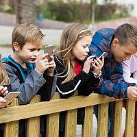 Ako vybrať mobil pre deti? Detský dotykový mobil podľa veku