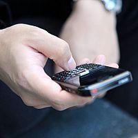 Tlačidlový telefón s wifi, androidom a dobrým foťákom? Nokia a Samsung majú dobré recenzie