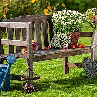 Dekorácie do záhrady z dreva, kovu a pneumatík