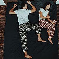 Kam umiestniť posteľ: Podľa svetových strán, pod okno či podľa feng šuej?