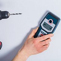 Aký detektor kovu a káblov/elektrického vedenia v stene pod omietkou? Najlacnejší nie je najlepší