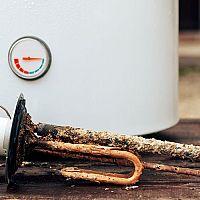 Ako vyčistiť bojler? Pomôže odkameňovanie, vypustenie i chemické čistenie