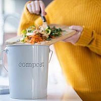 Čo patrí a nepatrí do kompostu – pravidlá kompostovania v byte a v záhrade