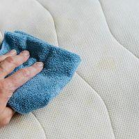 Ako vyčistiť matrac od potu, zápachu, roztočov, moču, krvi či plesne? Skúste sódu bikarbónu