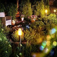 Záhradné osvetlenie – aké máme možnosti? Solárne, so senzorom, LED osvetlenie