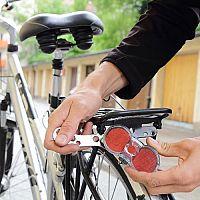 Najlepšie predné a zadné svetlo na bicykel? USB nabíjateľné, 1 000 lúmenov, s laserom a smerovkami