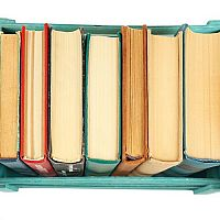Čo so starými knihami? Darujte ich do knižnice, antikvariátu, za odvoz, vyrobte z nich obraz či lampu