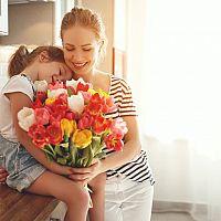 Originálne darčeky na Deň matiek. Môžete ich vyrobiť alebo zvoliť darčekový poukaz