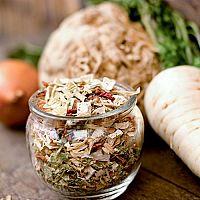 Ako sušiť zeleninu (mrkvu, petržlen, paradajky) a petržlenovú vňať v rúre, sušičke, na slnku