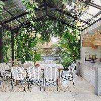 Letná kuchyňa v záhrade, na balkóne alebo na terase svojpomocne. Aký je postup?