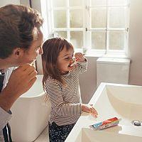 Rady, ako naučiť dieťa umývať si zuby