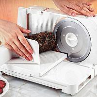 Ako vybrať elektrický kuchynský krájač na chlieb, mäso či šunku? Poradia recenzie a testy