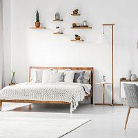 Prehozy na manželskú posteľ sú veľmi praktické. Vyhýbajte sa lacným materiálom
