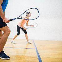 Ako vybrať vybavenie na squash? Správna squashová raketa je základ!