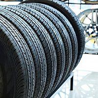 Ako správne skladovať pneumatiky mimo sezóny? Poslúži stojan či služba uskladnenia pneumatík