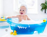 Detská vanička alebo kúpacie vedierko? Poradíme vám, ako kúpať bábätko!