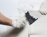Druhy omietok do interiéru – sádrová, vápenno-cementová, hlinená, sanačná