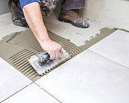 Špárovačka – ako vybrať škárovaciu hmotu na dlažbu, kameň, tehlový obklad