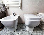 Ako vybrať WC – závesné, či klasické stojace? Rozhoduje cena, rozmery a montáž