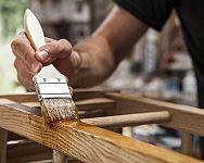 Olej alebo vosk na drevo a drevený nábytok? Prírodný, tuhý, včelí?