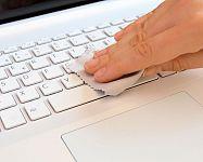 Ako čistiť klávesnicu počítača? Čistiaca hmota, sprej, guma alebo iný prípravok na klávesnice?
