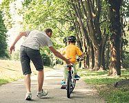 Kedy a ako naučiť dieťa bicyklovať – ako udržať rovnováhu, ako pedálovať