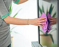 Ako čistiť LCD obrazovku, LED a OLED TV? Pomôže utierka a vhodný prostriedok na čistenie obrazovky