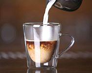 Termo poháre na teplé a studené nápoje potešia milovníkov kávy aj piva