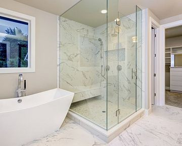 Vanička alebo sprchový žľab? Sprchový kút bez vaničky pôsobí moderne