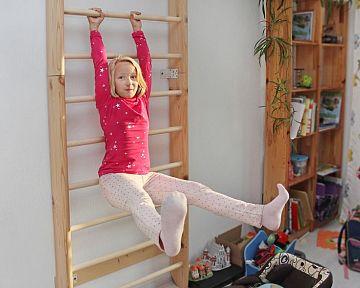 Kovové a drevené rebriny do detskej izby na cvičenie. Aká je cena a vhodné rozmery?