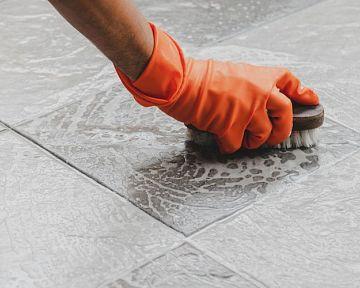 Ako vyčistiť dlažbu od špárovačky? Čistenie obkladu, špár medzi obkladačkami nielen v kúpeľni
