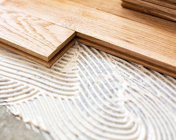 Aké lepidlo na plávajúcu podlahu? Je vhodný tmel na laminátovú a drevenú podlahu?